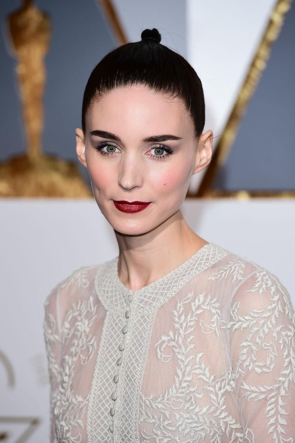 ROONEY MARA: Skuespilleren gikk for øyenskygge i bruntoner og en rød leppe. Foto: Pa Photos