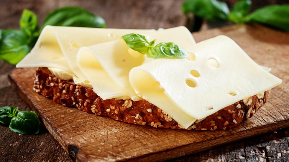 OST OG ANDRE MEIERIPRODUKTER: Hvor mange meieriprodukter spiser du i løpet av en dag? Ifølge eksperten er det ikke bra å spise mer enn anbefalt, da det er viktig å spise variert.  Foto: Shutterstock / stockcreations