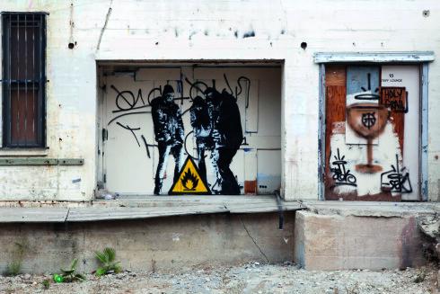 KUL KUNST: Stensilteknikken gir kunsten en ekstra piff. Foto: DOT DOT DOT