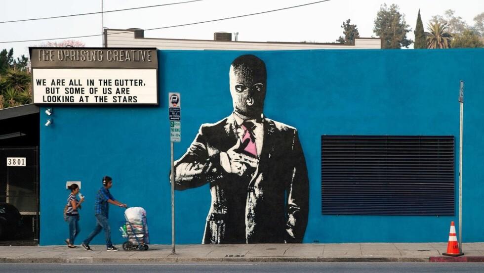 STENSILKUNST: Street art-kunstneren DOT DOT DOT, startet med graffiti i 1997, men begynte å benytte stensiler rundt 2007.  Foto: DOT DOT DOT