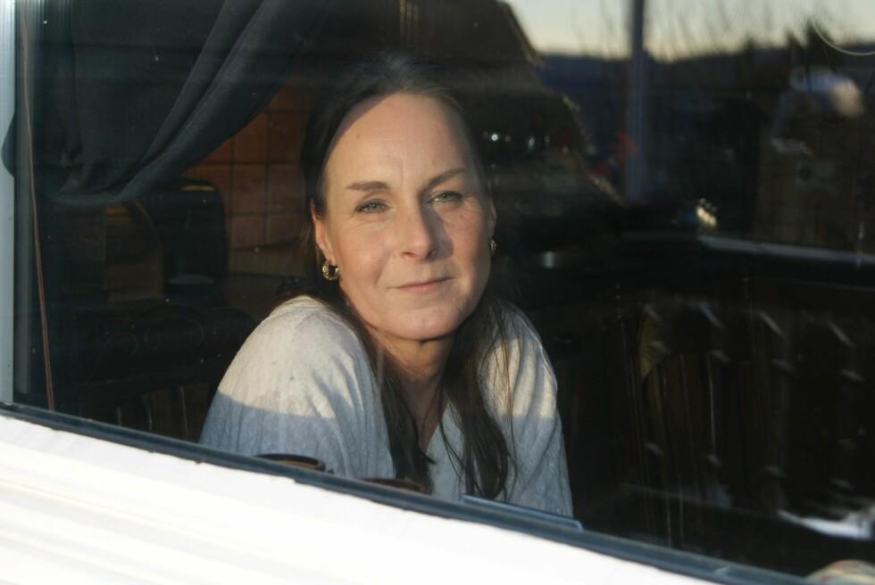 BLE REDDET: – Vi hadde det kjempefint sammen til å begynne med, forteller Veronica. Hun fikk hjelp av naboen da eksen gikk løs på henne.  Foto:  Anne Lene Johnsen