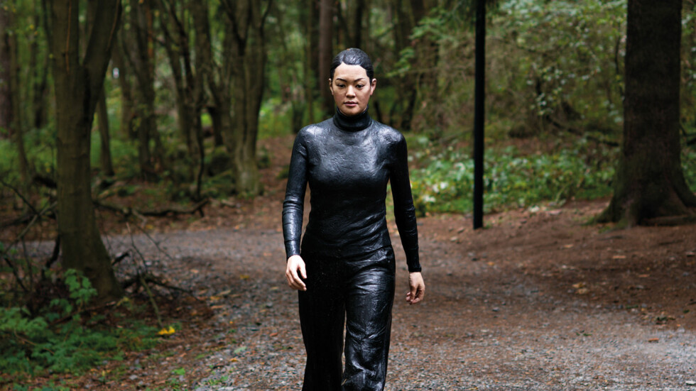 "POPULÆR: Sean Henrys ""Walking Woman"" er en av de mest populære skulpturene i Ekebergparken. Foto: Ivar Kvaal"