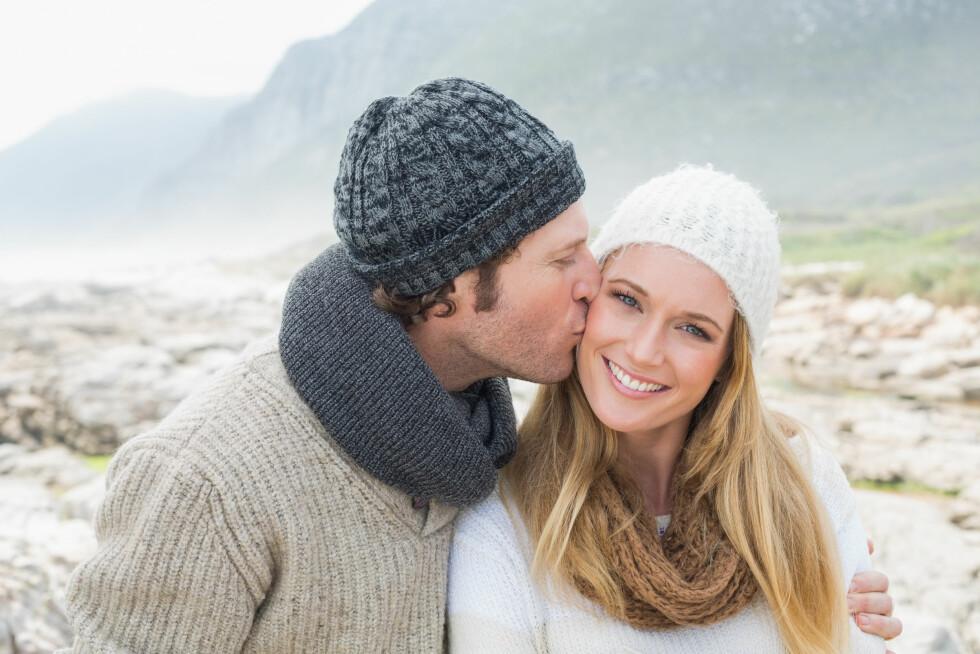 <strong>GLAD OG FRISK:</strong> Kyssing kan være med på å holde deg frisk, men det vil også skape en rekke gode følelser i kroppen. Foto: Shutterstock / lightwavemedia