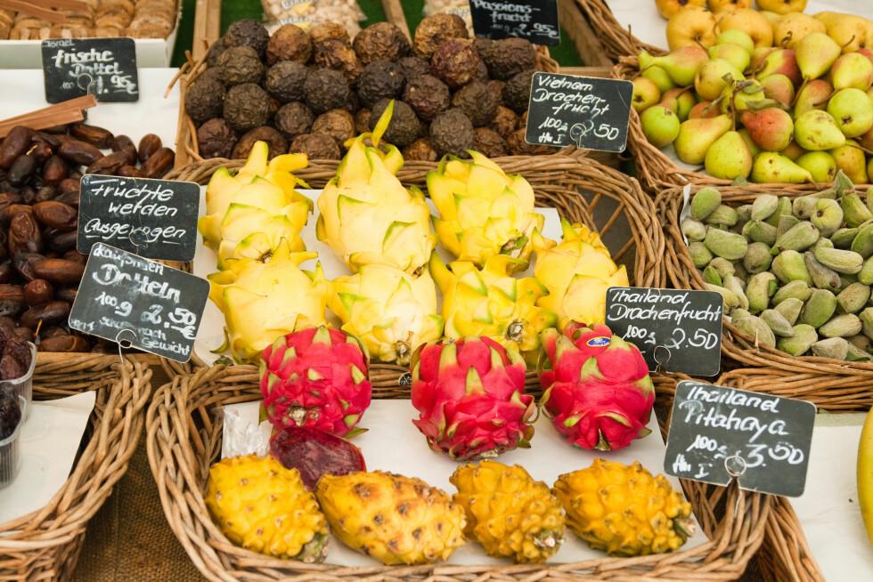 NASCHMARKT: På de lokale markedene finner du alt fra frukt, til pølser til klær.  Foto: Shutterstock