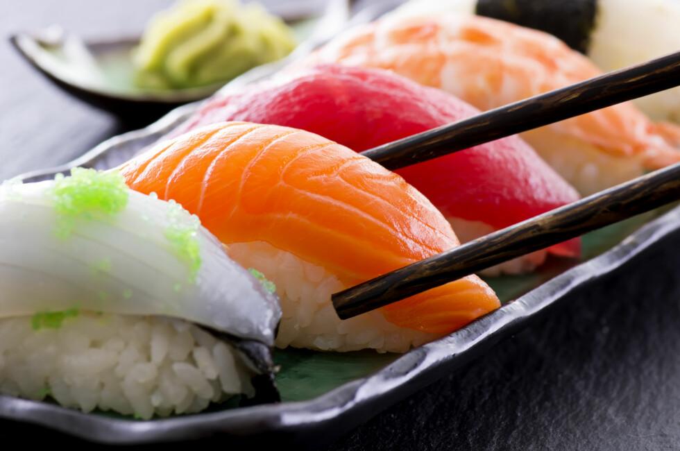 VELG VARIERT: Sørg for å velge litt variert av fet og mager fisk, og kutt gjerne vekk litt av risen. Foto: Shutterstock / HLPhoto