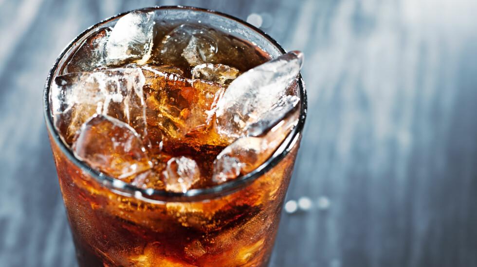 GLAD I LETTBRUS? Det er ihvertfall langt bedre enn å drikke brus med sukker, ifølge ekspertene Foto: Scanpix