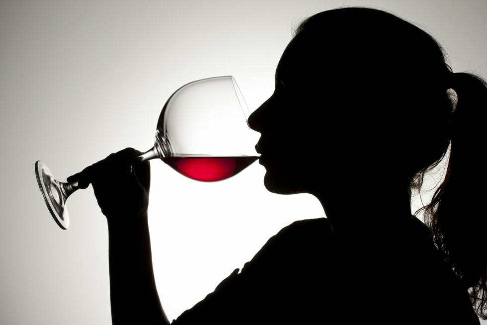 Å VÆRE ALKOHOLIKER: Alkoholavhengighet kan fort gjøre livet invalidiserende. Mange føler også skam ved å være avhengig. Foto: NTB-scanpix