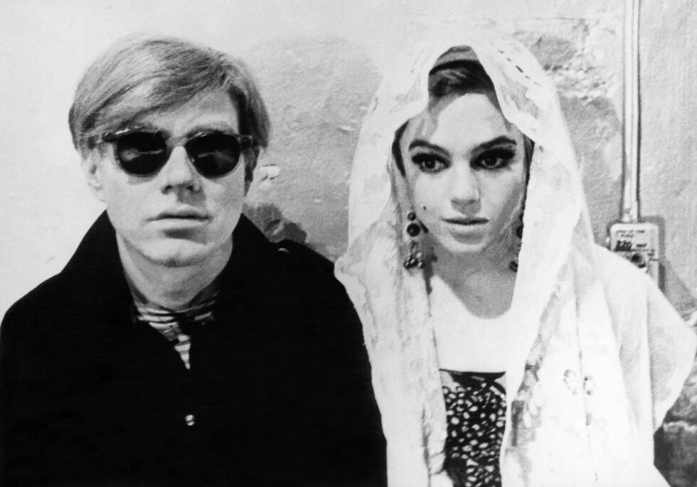 FORBILDET: 60-tallsikonet Edie Sedwick er et av Trines store forbilder. Her med Andy Warhol (t.v.). Foto: akg-images