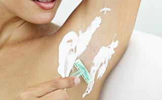 Kvinner bruker partnerens barberhøvel