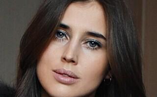 PÅ ØYNENE: Blå eyeliner er en av årets store skjønnhetstrender!