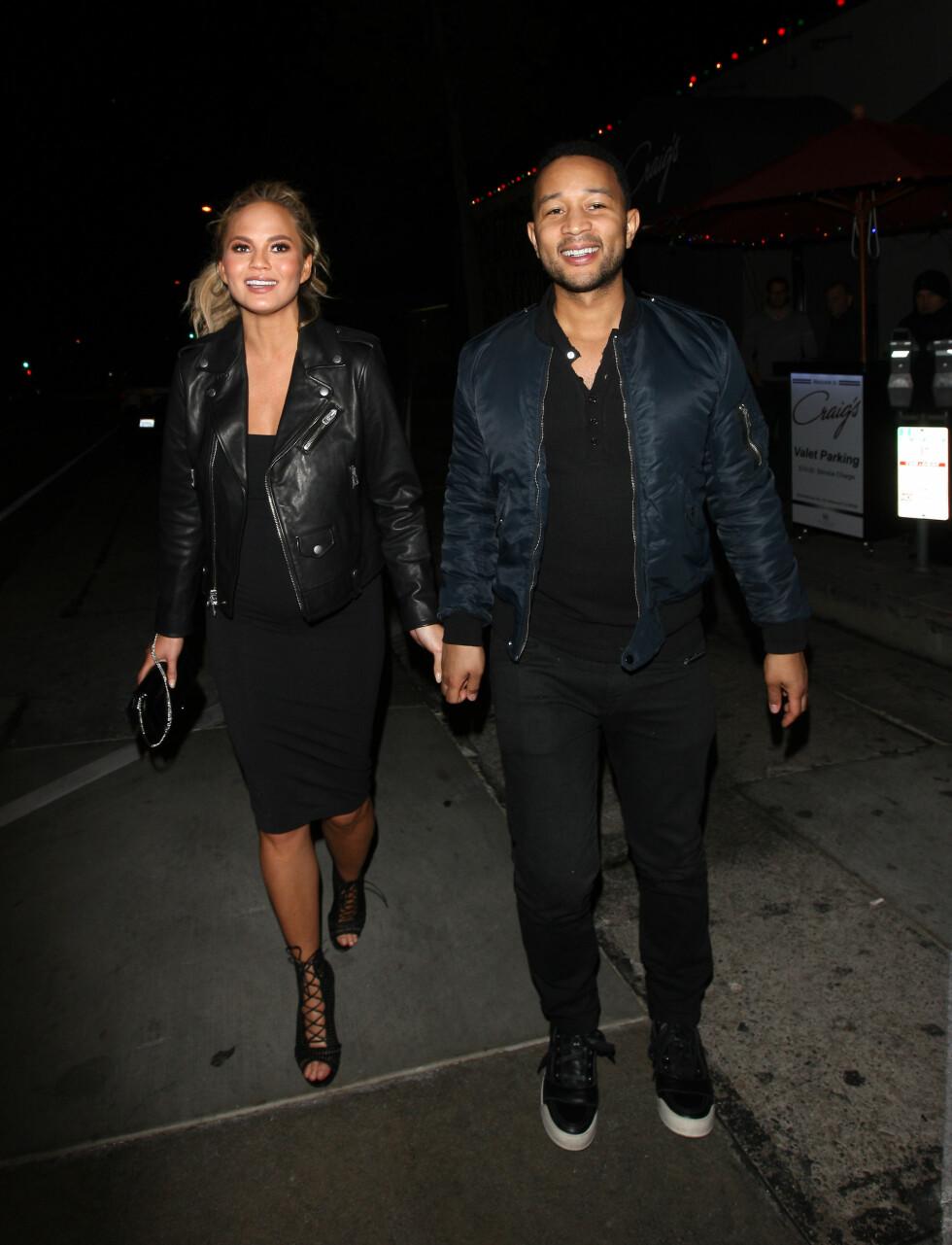 <strong>SØTT PAR:</strong> Chrissy Teigen og John Legend har vært gift i tre år. Foto: Splash News