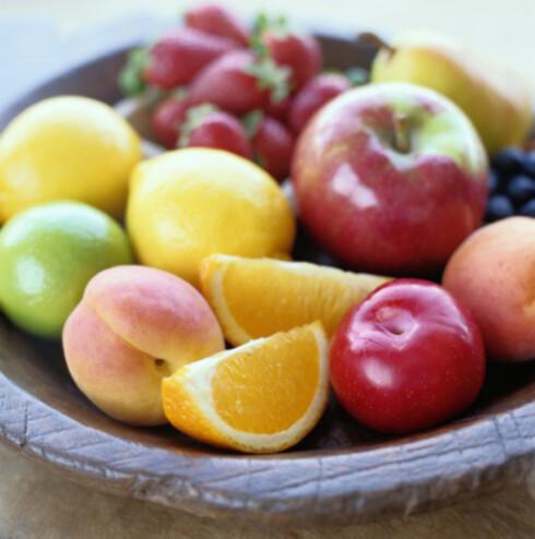 <strong>FRUKT OG GRØNT:</strong> Gjør kroppen og huden en kjempetjeneste og få i deg nok frukt og grønt.  Foto: Getty Images