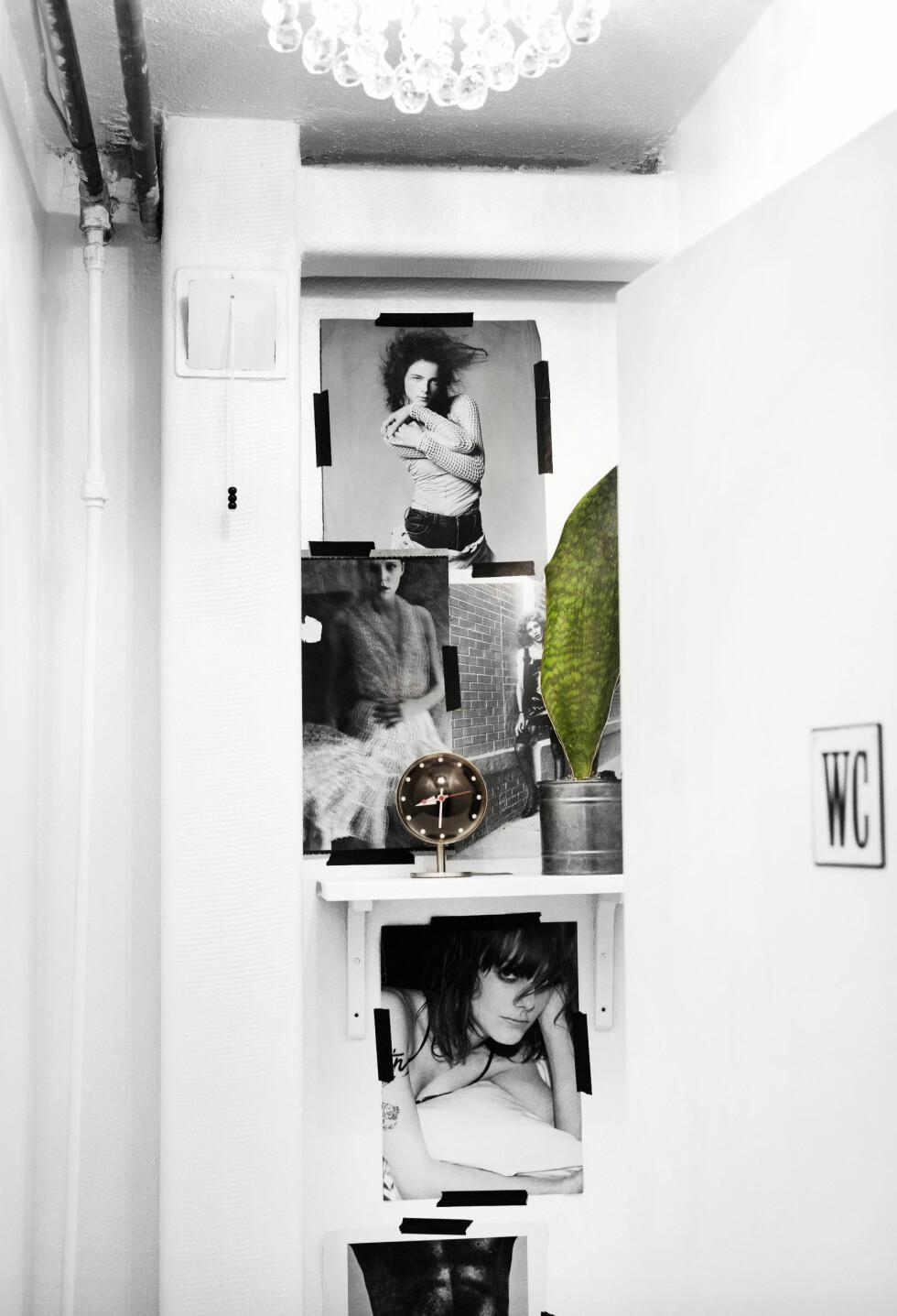 TØFT: I kjelleren var det et knøttlite toalett. — Vi ville bare gjøre det rått og kult, og lot vannrørene være synlig i taket, pyntet med prismer i taket og sjakkmønster på gulvet. Bilder på veggen gjør seg alltid, det skaper dybde i rommet, og de sjokkerer litt. Det er kule bilder. Foto: Nina Ruud