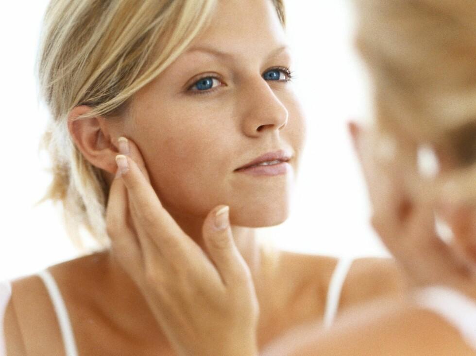 BEKJEMP DEN KALDE LUFTEN: Mindre fuktighet i luften gjør at huden tørker ut mye raskere. Med denne maten kan det hende du slipper problemet.  Foto: colourbox.com