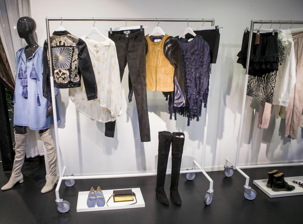VÅR I BUTIKKENE: Skinnjakker, frynser, lårhøye boots, semskede skinnbukser, florlette bluser og mokkasiner er bare noe av det du får se hos H&M til våren.  Foto: Per Ervland