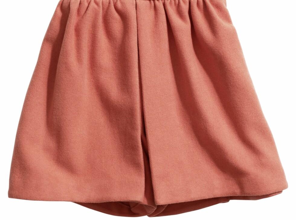 Vid shorts i en sterk korallfarge, kr 399. Foto: Produsenten