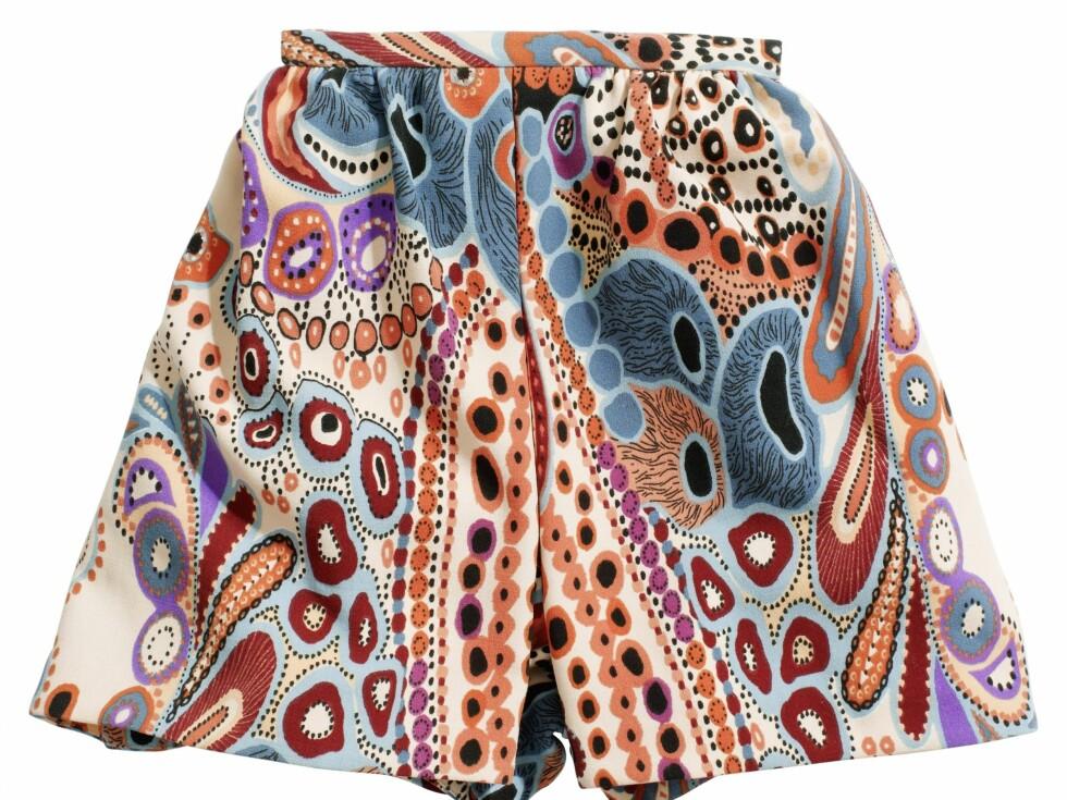 Vid shorts i fargerikt paisleyinspirert mønster, kr 399. Foto: Produsenten