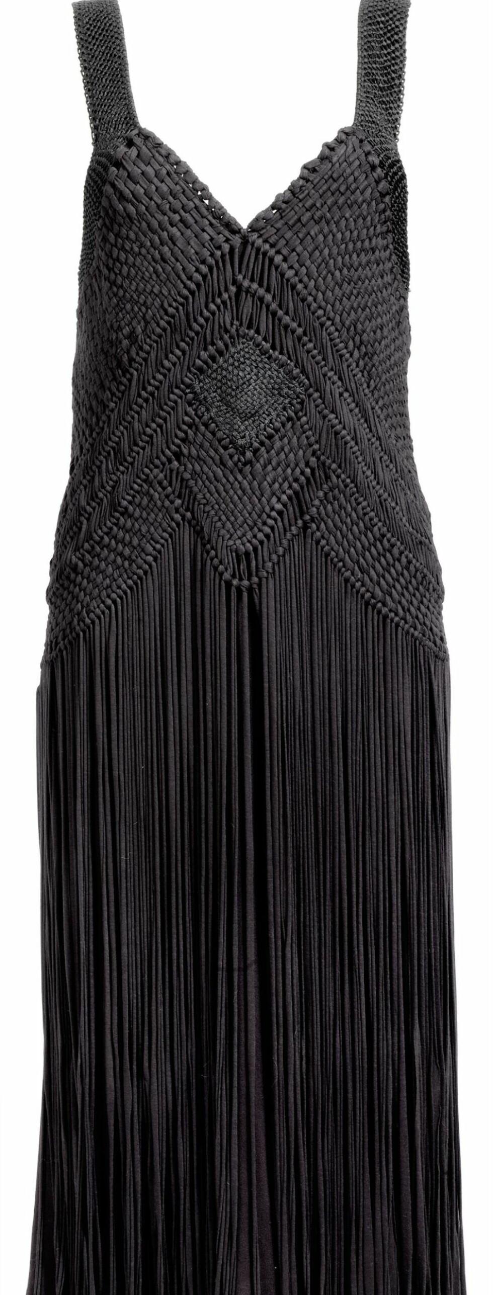 Kjole med vevd overdel og frynser i skjørtet. Prisen er ikke fastsatt.  Foto: Produsenten