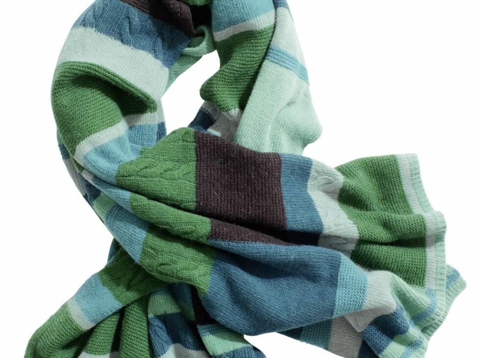 Skjerf i toner av grønt, blått, turkis og brunt, kr 399. Foto: Produsenten