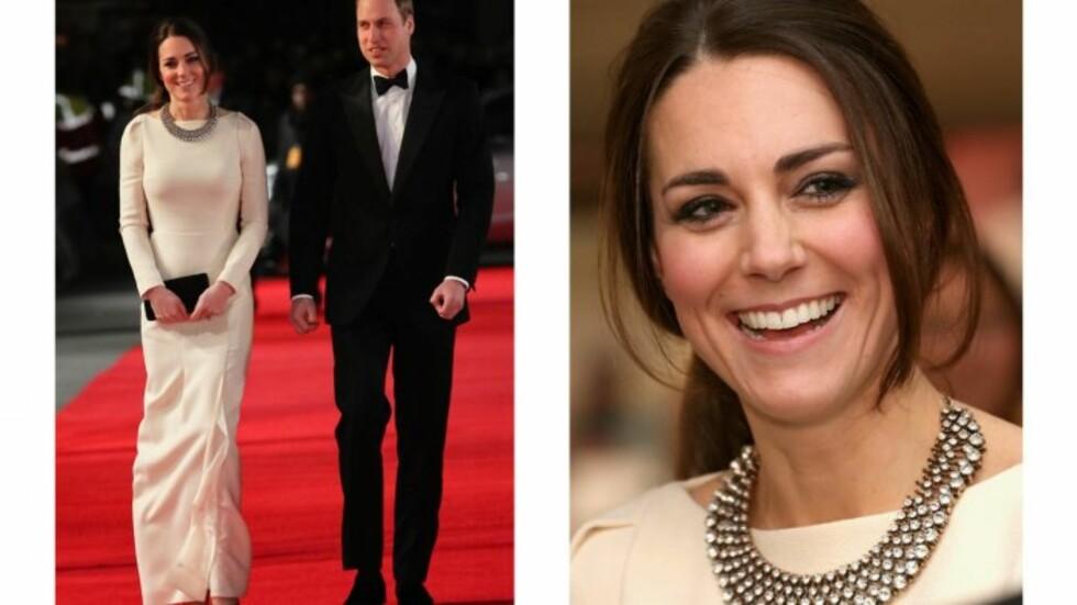 SMYKKE FRA ZARA: Hertuginnen hadde på seg kjole fra Roland Mouret og smykke fra Zara til 200 kroner. Foto: All Over Press