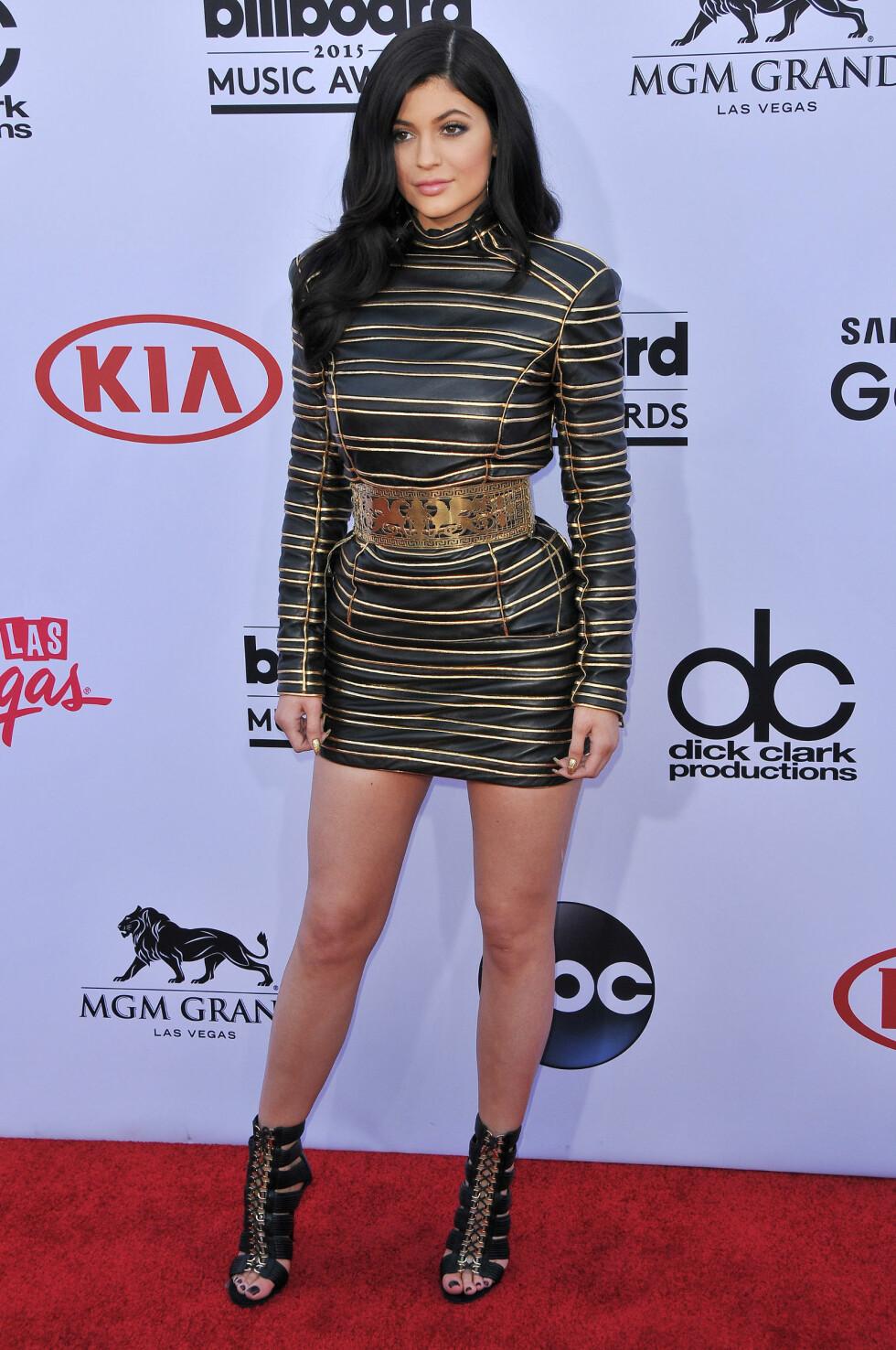 BALMAIN: Kylie Jenner kom også i antrekk fra det franske motehuset. Foto: SipaUSA Scanpix