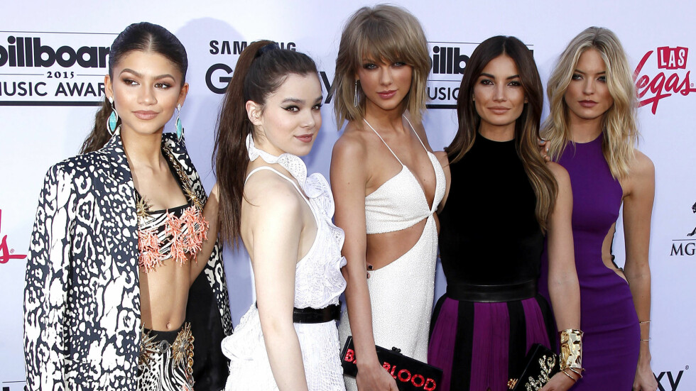 BILLBOARD MUSIC AWARDS: Zendaya, Hailee Steinfeld, Taylor Swift, Lily Aldridge og Martha Hunt på den røde løperen. Foto: wenn.com Scanpix