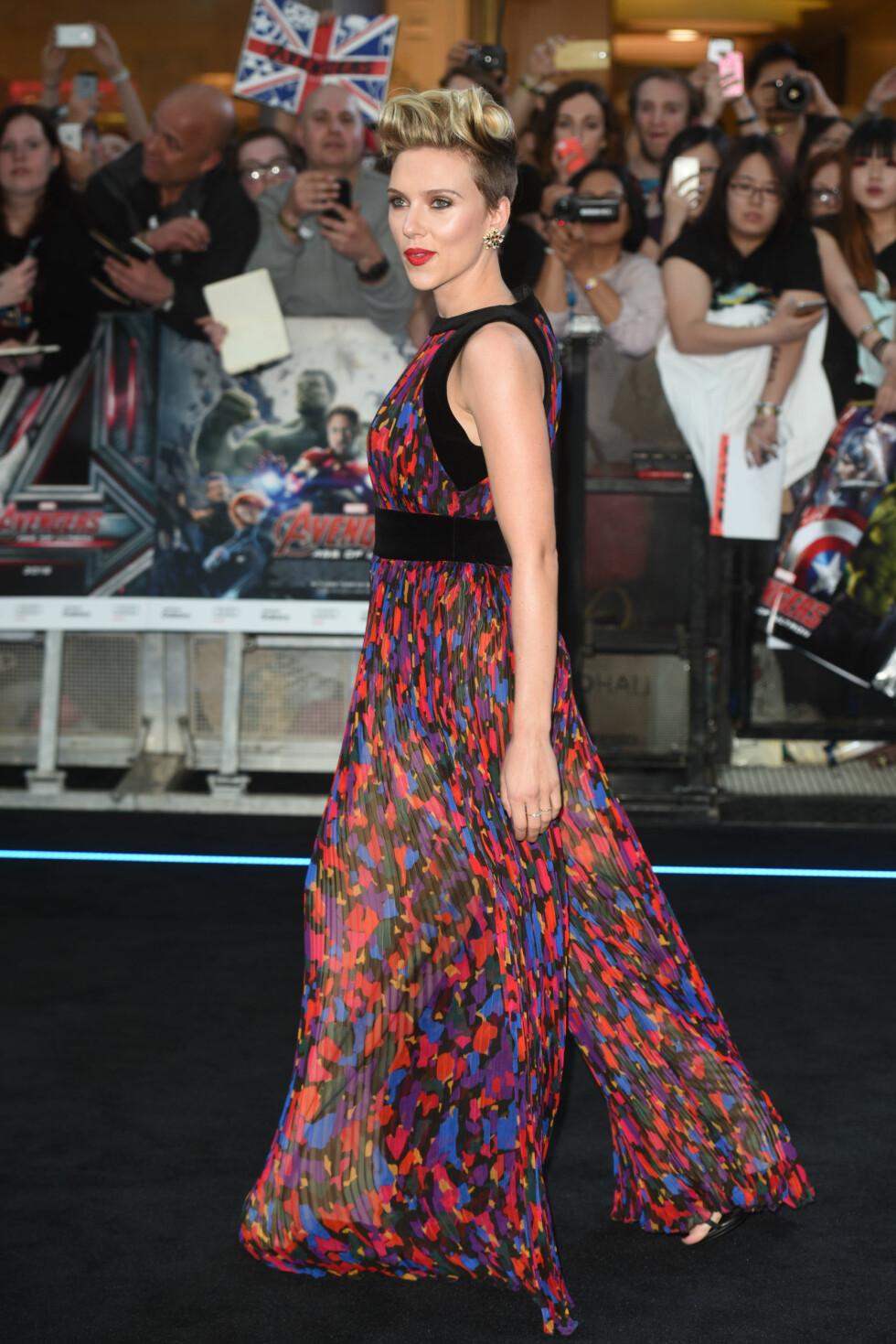 """I BALMAIN: Scarlett Johansson i en kjole signert det franske motehuset under premieren på """"The Avengers: Age of Ultron"""". Foto: wenn.com"""