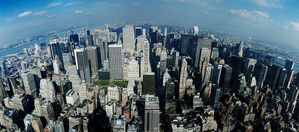 NEW YORK: - Jeg er redaktør i et mote- og livsstilsmagasin for kvinner og har ALDRI vært i New York. Hver dag letter det fly fra Gardermoen direkte til drømmenes by – og her sitter jeg. Flight etter flight, og råtner på rot. Er du klar over hvor pinlig det er? Det er nesten så jeg lurer på om jeg kan miste jobben hvis det kommer fram!  Foto: Bildhuset