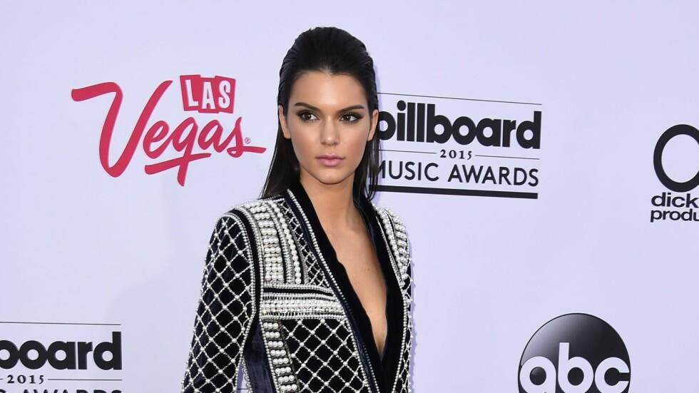 I BALMAIN FOR H&M: Kendall Jenner hadde på seg plagg fra høstens Balmain for H&M-kolleksjon på Billboard Music Awards søndag kveld.  Foto: Afp