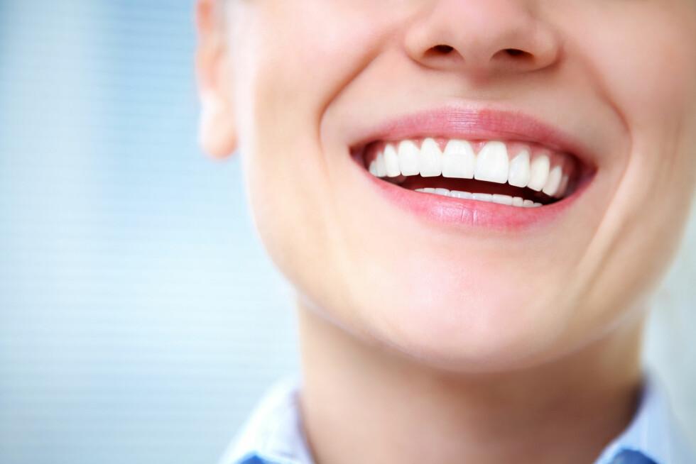 ET PENT SMIL: Fiberne i epleskallet stimulerer produksjonen av spytt, noe som bidrar til å bekjempe tannråte.  Foto: yanlev - Fotolia
