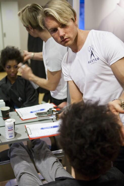 EKSPERT: André Auster er frisør og kreativ leder ved Auster Academy og har gode tips til deg som vurderer en kort, blond look i høst.  Foto: Per Ervland