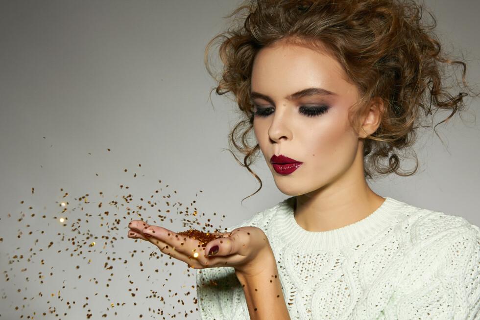 FESTFIN: Noe av det viktigste når du styler håret til julens mange selskaper, er å lære seg riktig teknikk og bruke de riktige produktene. Først da får du frisyren til å vare hele kvelden. Foto: indiraswork - Fotolia