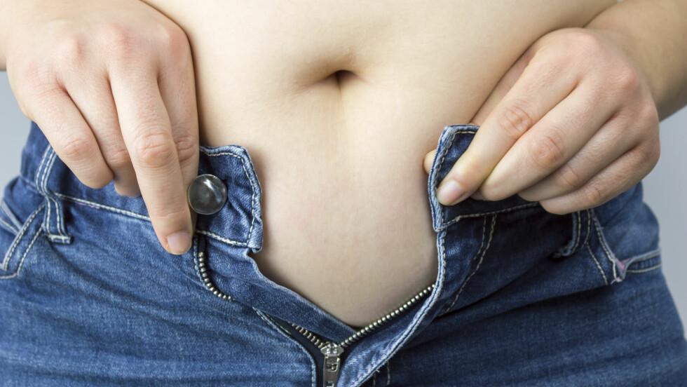 OVERVEKTIG? Hvor går egentlig grensen mellom det å ha noen kilo for mye, og det å være overvektig? Det handler ikke bare om hva vekta viser. Foto: cunaplus - Fotolia