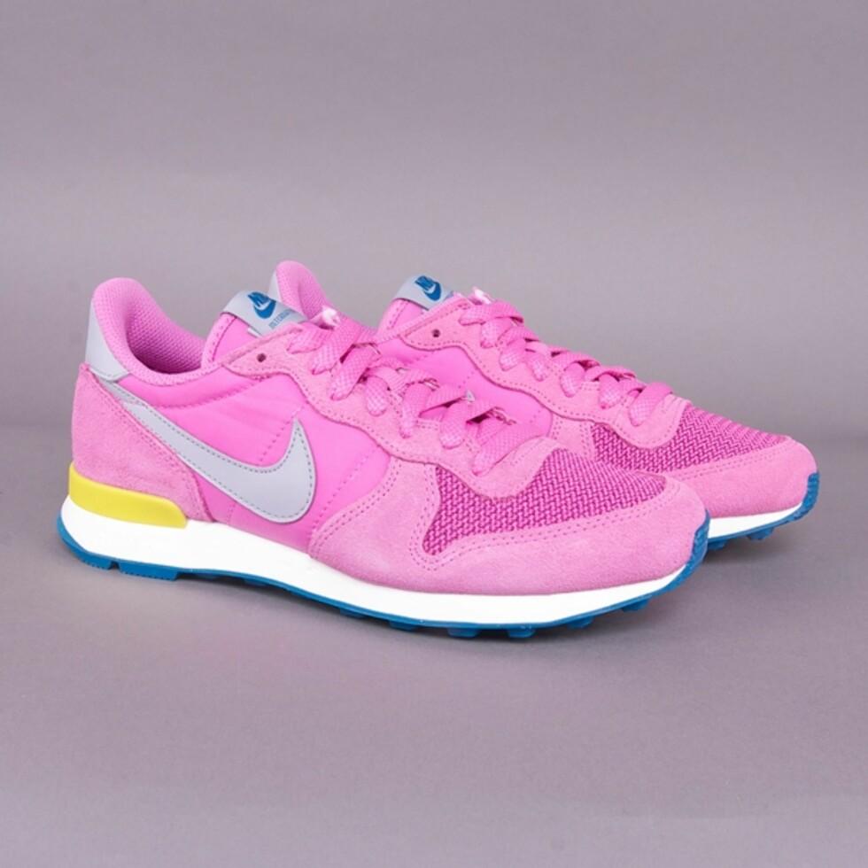I rosa (kr 800, Nike).