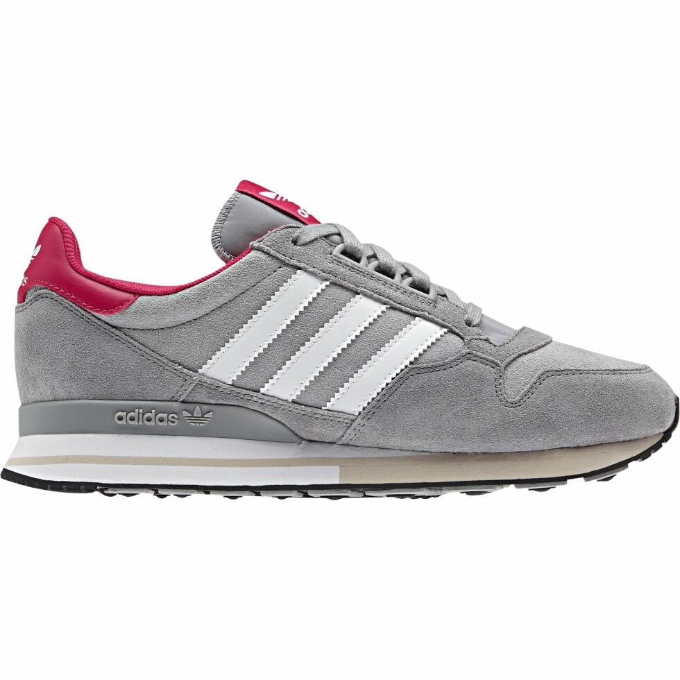 I grått med rosa detaljer (kr 900, Adidas).