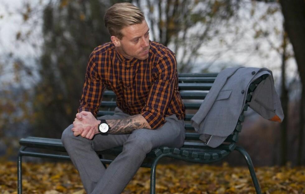 SKJORTA MÅ SITTE: - En skjorte må gjerne sitte godt på, men det er ikke sånn at en mann med litt mage nødvendigvis må gå for en slimfitskjorte. En regular fit kan være vel så bra, sier Hilton.