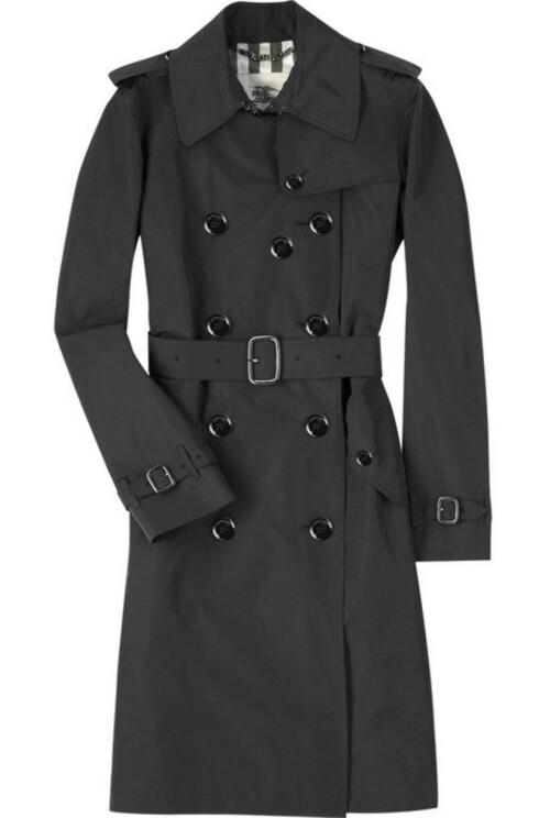 LEKKER LUKSUS: Klassisk trenchcoat (kr 8000, Burberry/Netaporter.com).