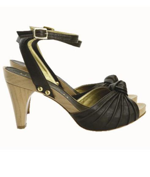 Flettet sko med lekre detaljer (kr 950 Unisa).