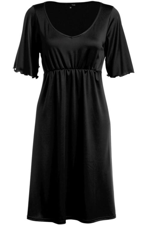 ENKELT SNITT: Fin kjole med strikk rett under bysten, som kler de fleste (kr 300, Ellos).