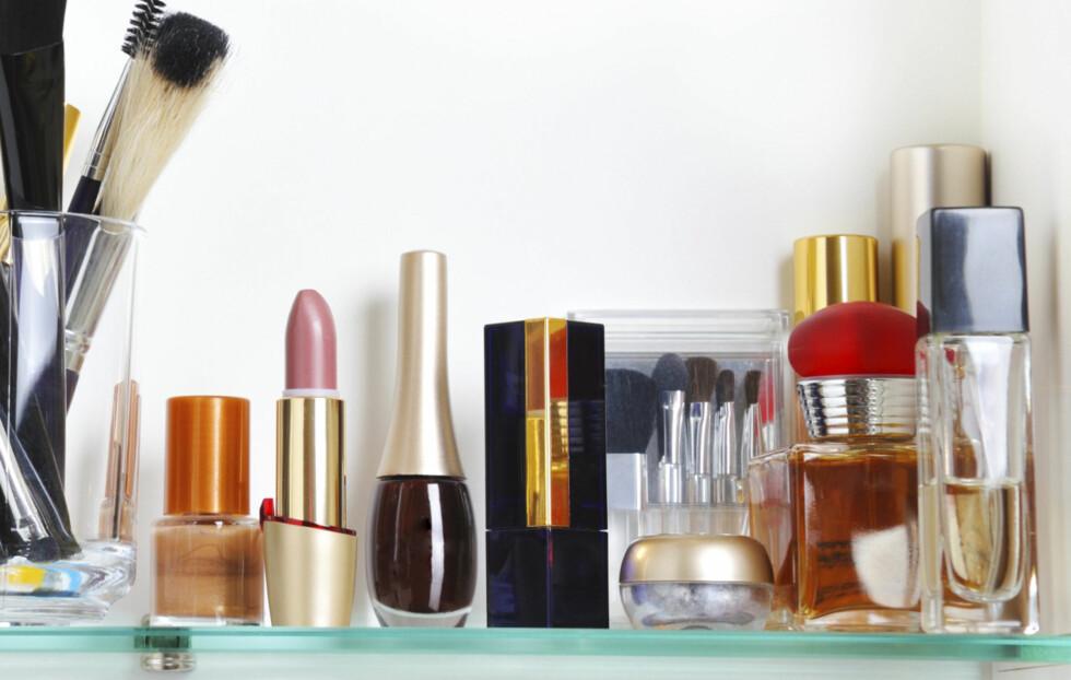 IKKE HER: Unngå å oppbevare parfymeflaskene på badet. Det varme og fuktige klimaet kan forringe lukten og korte ned holdbarheten dramatisk. Foto: Thinkstock