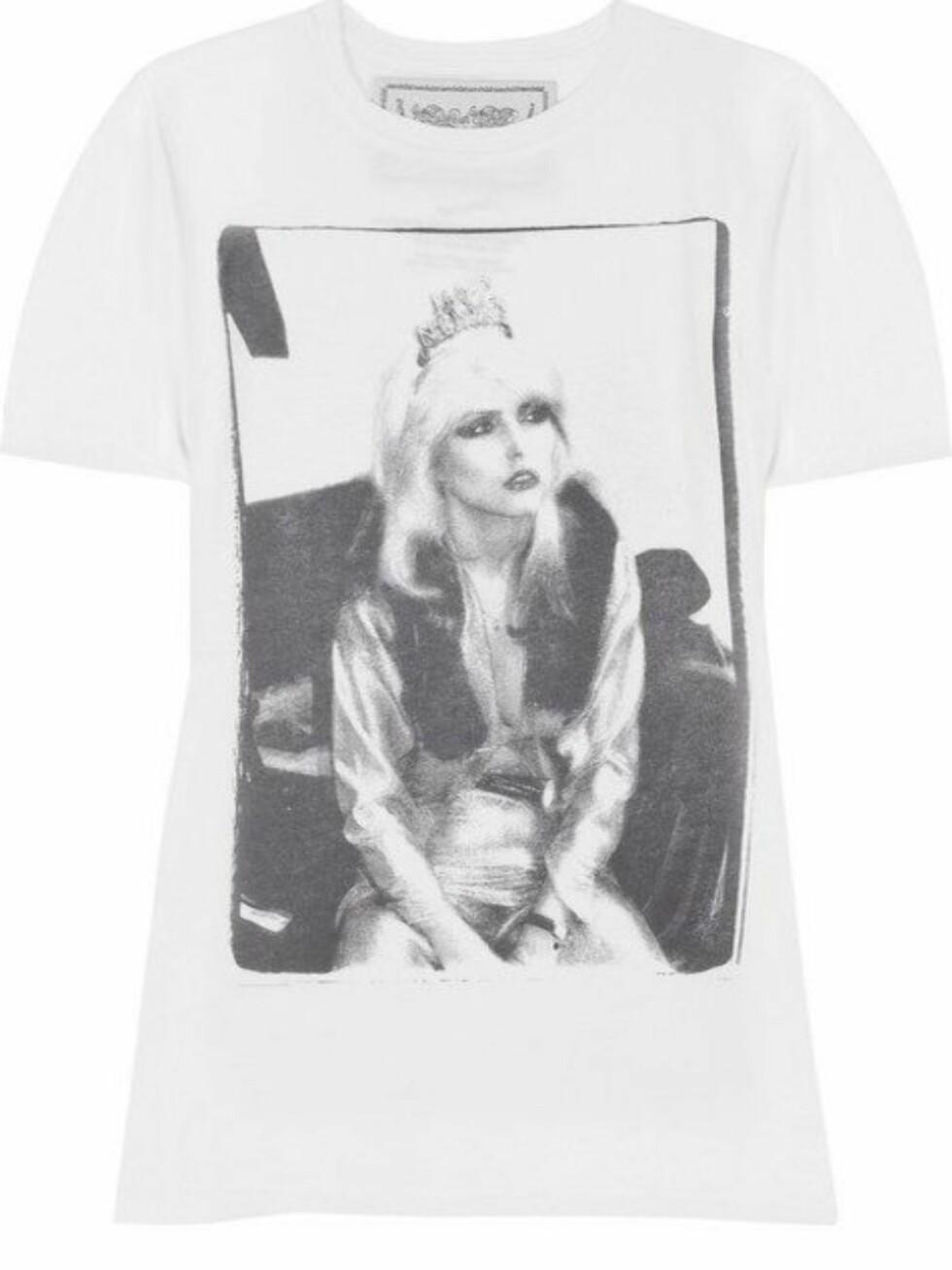 ROCKESTILIKON: Hvit t-skjorte med Debbie Harry, alias punkrockdronninga Blondie, på (kr 720, Buddhist Punk/Netaporter.com).