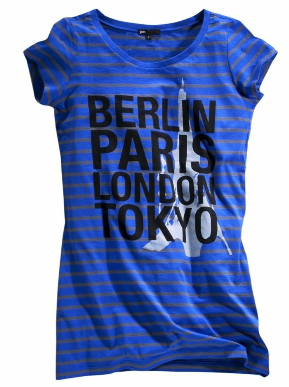 STORBYSEXY: Stripete t-skjorte, som også finnes i grått og svart (kr 100, Ellos).