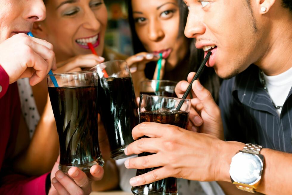BRUS: Brus og annen søt drikke inneholder mye fruktose, og kan være med på å svekke nyrene dine. Foto: Kzenon - Fotolia