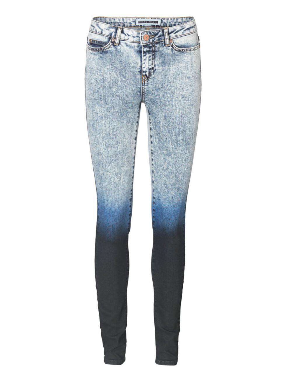 Jeans med dip dye-effekt (kr 400, Noisy may). Foto: Produsenten