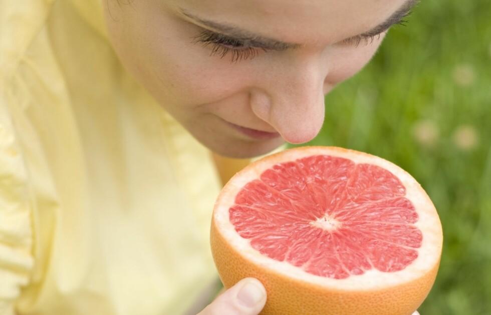 GRAPEFRUKT: Den velkjente frukten er tidligere kjent som slankemat. Det viser seg at bare duften av den kan ha en effekt på kroppen. Foto: Thinkstock