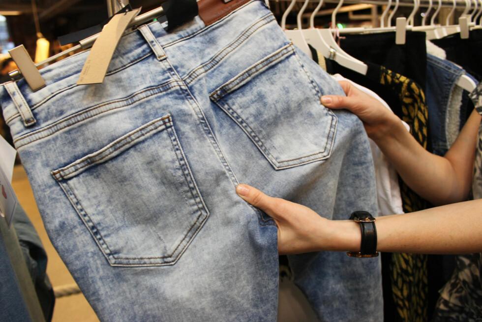 SJEKK ALLTID DETTE: Plasseringen av lommene er viktig, og at det er nok stoff  i skrittet.  Foto: Tone Ruud Engen