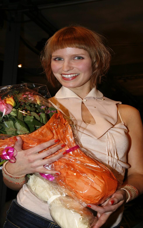 Nåløyets prisvinner Ida Gullhav er et eneste stort smil.