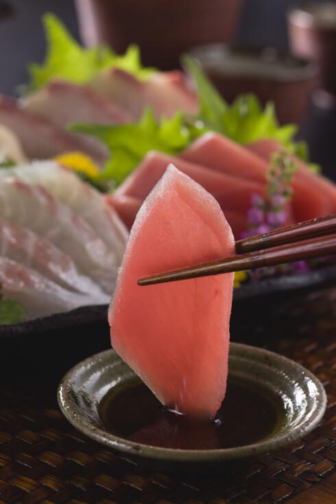 SUSHI: Ifølge Matvaretabellen.no får du i deg 24 gram protein per hundre gram sashimi av tunfisk.  Foto: Scanpix