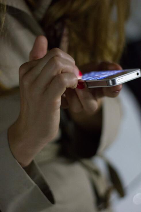 <strong>PASSORD:</strong> De fleste av oss bruker fire tall som sikkerhetskode på iPhone, men mulighetene er egentlig uendelige. Foto: Plainpicture