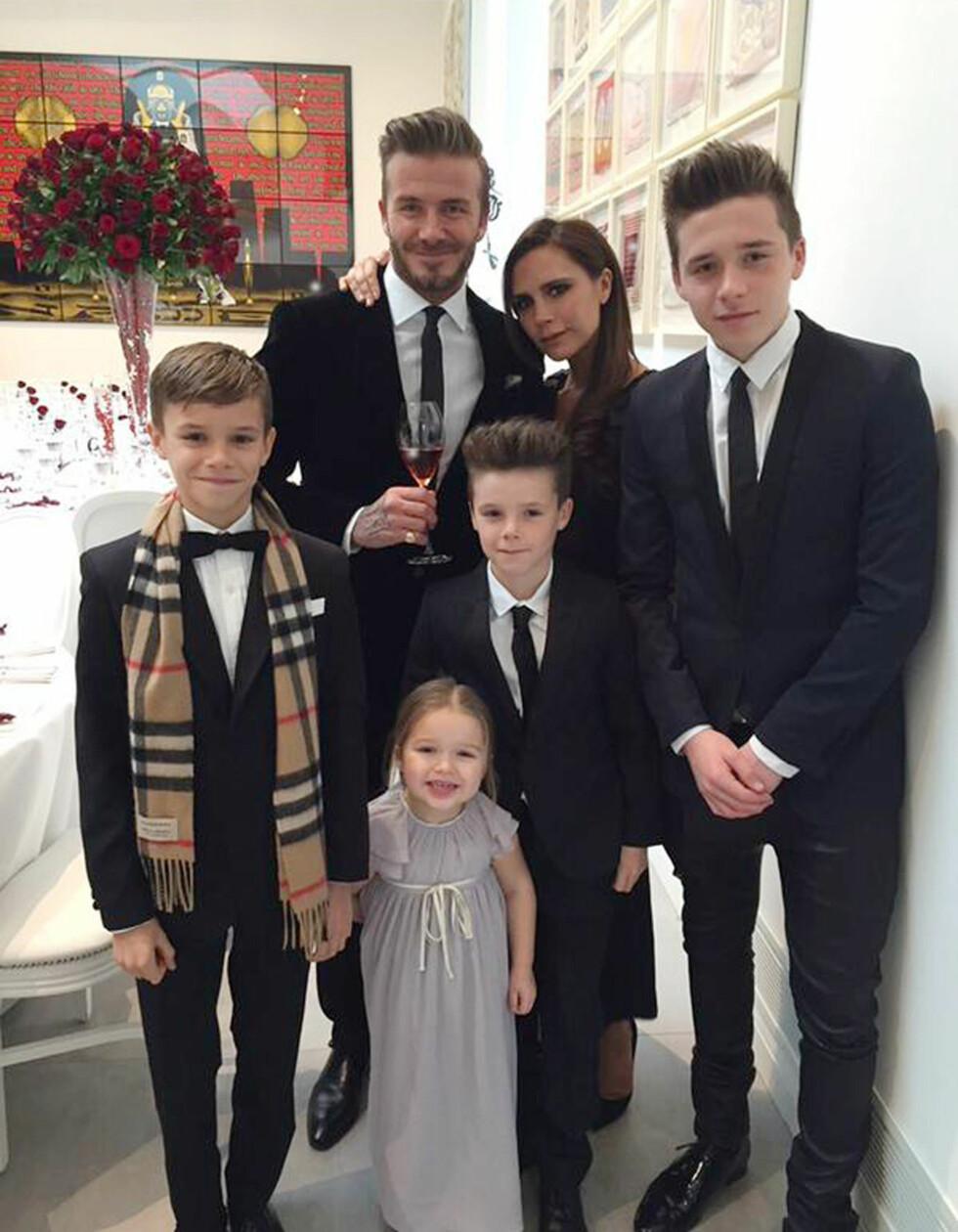 <strong>FIN FAMILIE:</strong> David Beckham og Victoria Beckham har i motsetning til veldig mange andre par trosset tunge perioder i ekteskapet, og er mer lykkelig enn noen gang. Her med barna Brooklyn (16), Romeo (13), Cruz (11) og Harper (4). Foto: NTB Scanpix
